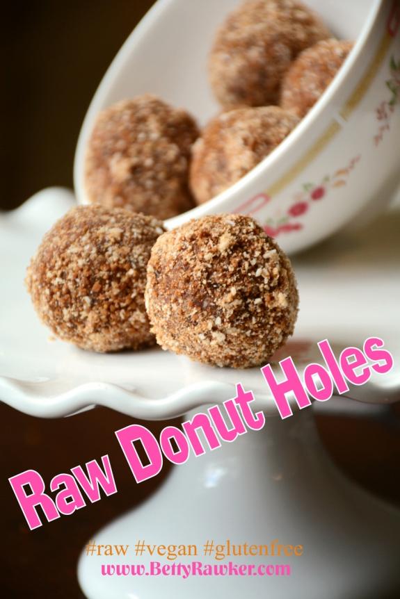 Cinnamon Donut Holes #raw #paleo #glutenfree @bettyrawker