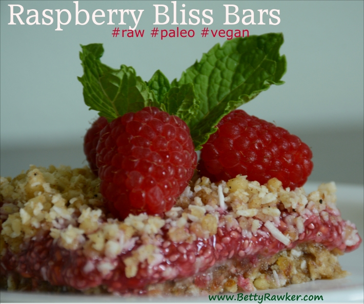 Raspberry Bliss Bar #raw #paleo #vegan @bettyrawker.com