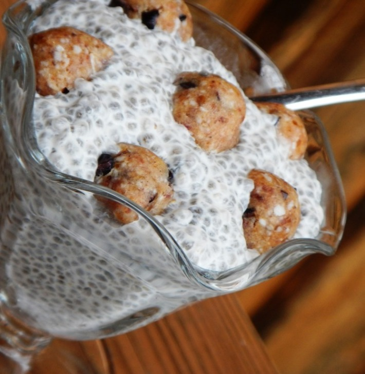 raw vegan cookie dough chia pudding
