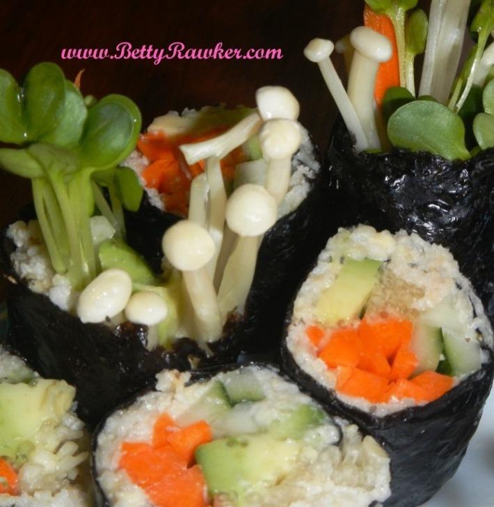 """Sunflower """"Rice"""" Veggie Sushi Roll. Raw + Grain Free ♥"""